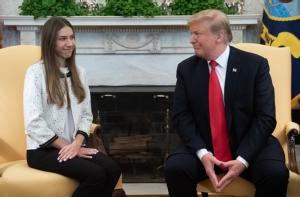 """In Pics&Clips: ฮือฮา!! """"เมลาเนีย ทรัมป์"""" พบ """"ภรรยากวยโด""""  ครั้งแรกที่บ้านพักรัฐฟลอริดา ส่วนผู้นำสหรัฐฯส่งเสียง """"รัสเซีย"""" ถอนทหารออกไป - คาราคัสอ้างไฟฟ้าเริ่มใช้ได้เป็นส่วนใหญ่"""