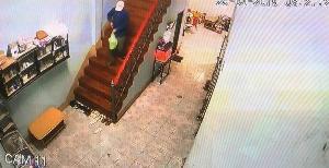 อุกอาจ!6 คนร้ายควงปืนบุกปล้นร้านทองกลางท่าขี้เหล็ก กวาดทั้งเงินสด-ทองกว่า 4 ล้านหนี