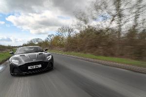 ลองขับจริง Aston Martin DBS  V12 แรงหรูคู่สบาย