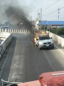 ไฟไหม้กระบะติดแก๊สเอ็นจีวี คนขับหนีตายได้