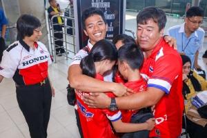 """""""ก้อง-สมเกียรติ"""" บินกลับถึงไทยหลังบิดที่อาร์เจนติน่า หวังรักษาระดับ โกยแต้มติดมือทุกเรซ"""