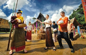 สงกรานต์ ประเพณีดั้งเดิมของไทย (ภาพ : ททท.)