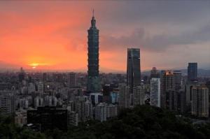 นศ.ไต้หวันประท้วงมหาวิทยาลัยดังอังกฤษ ตั้งลูกโลกยักษ์ระบุไต้หวันเป็นส่วนหนึ่งของจีน