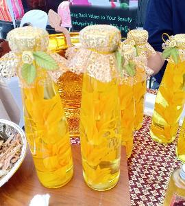 """""""จำปาดอง""""  ดอกไม้ถวายพระตำรับชาววัง ควงคู่ น้ำอบไทย เทศกาลสงกรานต์"""