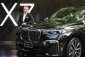 """เปิดใจ """"แมทธิอัส ยุงฮันส์"""" กับ DNA ใหม่ ในการดีไซน์ BMW X7"""