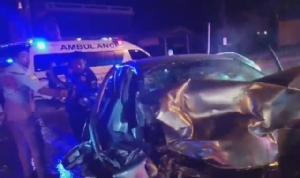7 วันอันตรายที่กาญจนบุรี ศพแรกชาวเนเธอร์แลนด์ควบเก๋งชนท้ายรถเทรลเลอร์ เสียชีวิตคาที่