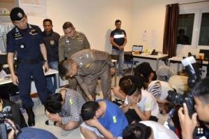 """เผยเหตุ """"ส้วมเต็ม"""" ทำตำรวจไทยบุกทลายแก๊งคอลเซ็นเตอร์ญี่ปุ่น"""
