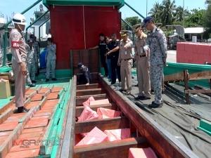 """1.5 ล้านซอง! ปลอมเป็นเรือประมงไทย แอบขน """"บุหรี่เถื่อน"""" จากเวียดนามส่ง """"ตากใบ"""""""