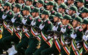 กองกำลังพิทักษ์ปฏิวัติอิสลามแห่งอิหร่าน (IRGC) ร่วมพิธีสวนสนามที่กรุงเตหะรานเมื่อวันที่ 22 ก.ย. ปี 2018 (แฟ้มภาพ – รอยเตอร์)