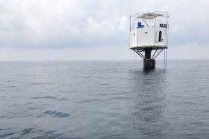 ทัพเรือแจ้งจับหนุ่มฝรั่งเมียไทยสร้างที่พักตั้งรัฐอิสระกลางทะเลภูเก็ต ชี้ละเมิดอธิปไตยไทย
