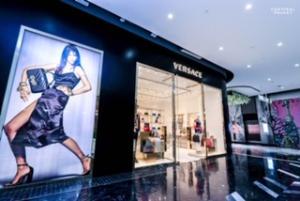 เปิดตัว เวอร์ซาชี (Versace) สาขาแรกแห่งเดียวในภูเก็ต พร้อมคอลเล็คชั่นฤดูใบไม้ผลิและฤดูร้อน 2019 ณ เซ็นทรัล ภูเก็ต