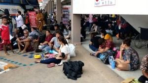 บรรยากาศที่สถานีขนส่งรถโดยสาร จ.ขอนแก่น มีประชาชนมารอใช้บริการแน่นขนัด