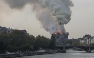 ไฟไหม้มหาวิหาร'น็อทร์-ดาม'อันเลื่องชื่อของกรุงปารีส เร่งดับเพลิงอลหม่าน(ชมคลิป)