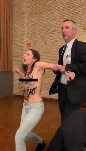 ผงะ!!2สาวเปลือยอกโชว์เต้าลุยประท้วงรัฐมนตรีสาธารณสุขเยอรมนี(ชมคลิป)