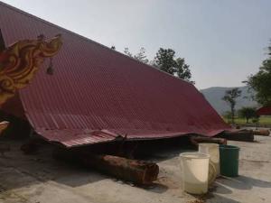 พายุฤดูร้อนถล่มกำแพงเพชรอ่วมแทบทุกอำเภอ บ้านพังหลายร้อย-ศาลาวัดถล่มทั้งหลัง
