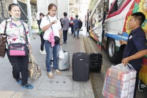 ปชช.ทยอยเดินทางเข้ากรุง หลังกลับภูมิลำเนาช่วงวันหยุดเทศกาลสงกรานต์