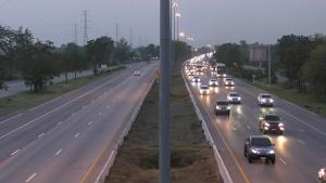 ถนนสายเอเชียรถยังหนาแน่นต่อเนื่อง เจ้าหน้าที่เปิดสัญญาณไฟเร่งระบายรถเข้า กทม.