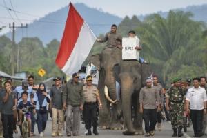 เริ่มแล้ว!! อินโดนีเซียเปิดศึกเลือกตั้งใหญ่ ลุ้น 'วิโดโด' ปะทะ 'สุเบียนโต' ชิงเก้าอี้ปธน.