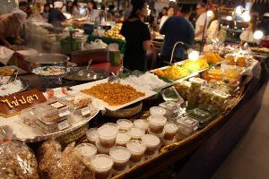 พารากอน ฟู้ดฮอลล์ รวมของอร่อยจากตลาดน้ำทั่วประเทศ
