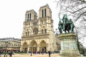 มหาวิหารน็อทร์-ดาม หนึ่งในสัญลักษณ์แห่งกรุงปารีส