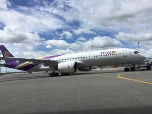 """การบินไทยแจงไม่มีผู้โดยสารบนเครื่องขณะถูกรถขนอาหารชนในลานจอด """"ชาร์ล เดอ โกล"""""""