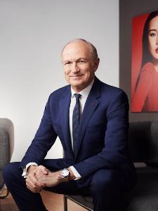 มร. ฌอง-พอล แอกง (Mr Jean-Paul Agon) ประธานกรรมการและซีอีโอของลอรีอัล กรุ๊ป