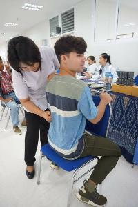 """""""กิฟ-บูม""""แท็กทีม""""มิ้งค์-โน่-ตาต้าร์"""" บุก จ.อุดรธานี เรียนรู้แพทย์แผนไทย"""