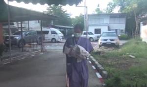 เจออีกแม่ใจยักษ์ทิ้งลูกน้อย เมื่อวานเป็นศพที่จันทบุรี วันนี้ถูกทิ้งในถังขยะที่ชลบุรี