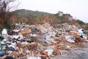 มักง่าย ผู้รับเหมาลอบทิ้งขยะในที่สาธารณะเขตเทศบาลเกล็ดแก้ว