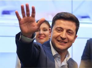 นายโวโลดิมีร์ เซเลนสกี นักแสดงตลก ได้รับเลือกเป็นประธานาธิบดียูเครน