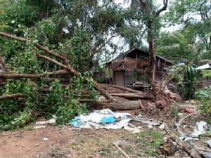 พายุซัดมหาสารคามซ้ำเสียหายกว่า 155 หลังคา อาคารเรียนพังยับ 2 หลัง