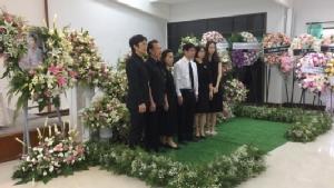 """ครอบครัวสุดเศร้าจัดงานศพ """"หมอเมย์"""" เพจสู้มะเร็งระยะสุดท้าย"""