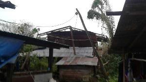 ยับเยิน! พายุฝนถล่มน่าน หลังคาวิหารวัดฯ เวียงสา-บ้านเรือนพังระนาว ชาวบ้านเจ็บ 2