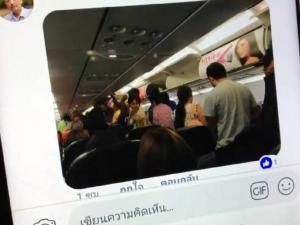 ระทึก! เครื่องบินแอร์เอเชียร่อนลงรันเวย์กระบี่ต้องเชิดตัวขึ้นมีอีกลำขวาง ผู้โดยสารถามหามาตรฐานความปลอดภัย