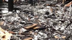 เคราะห์ซ้ำ...ไฟไหม้บ้าน 2 พี่น้องวอดสิ้นเนื้อประดาตัว เพิ่งเสียแม่ไปได้เพียง 11 วัน