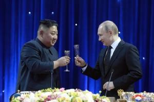 """InPics& Clips: คิม จองอึน"""" บอกปูติน """"สหรัฐฯ"""" ทำตัวเป็นอันธพาลในซัมมิตฮานอย"""