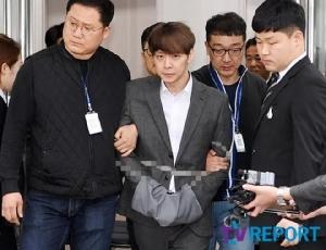 """ใส่กุญแจมือ """"ปาร์คยูชอน"""" ควบคุมตัวไปสถานีตำรวจ! ถ้าผิดจริงอาจติดคุกถึง 7 ปี"""