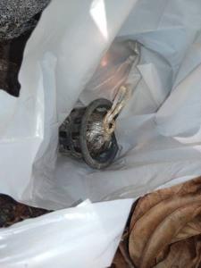 ผวากันทั้งซอย! พบระเบิดลูกเขื่องวางกลางชุมชนเชียงราย ชาวบ้านกวาดใบไม้แห้งเจอ