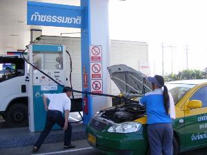 แท็กซี่ แจง! มีผู้โดยสารต่างชาติร้องเรียน หลังคนขับเติมก๊าซแต่ไม่กดหยุดมิเตอร์