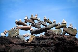 ภาพประติมากรรมความสมดุลในการแข่งขันชิงชนะเลิศการวางหินยุโรปปี 2019 ในเมืองดันบาร์ของสก๊อตแลนด์ (21 เม.ษ.)