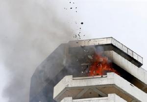 In Clips: ด่วน! ไฟไหม้อพาทเมนต์สูง 21 ชั้นกลางกรุงมะนิลา ดับไม่ต่ำกว่า 1
