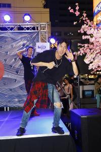 """""""กั้ง กรณ์"""" โชว์เสต็ปแดนซ์ไฟลุก ในงาน """"SHIBUYA MARKET"""" ตลาดนัดสไตล์ญี่ปุ่น กลางสยามสแควร์ ซอย 5"""