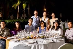 เอ็กซ์คลูซีฟ ดินเนอร์ มอนซูน แวลลีย์ วัลเล่ย์ ที่เสิร์ฟมาพร้อมกับอาหารไทย
