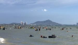 ท่องเที่ยววันแรงงานแห่งชาติ ทำชายหาดบางแสน-ตลาดประมงอ่างศิลา คึกคักไม่แพ้ที่อื่น
