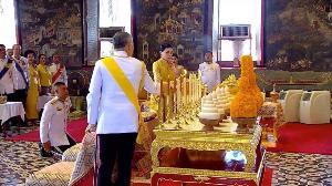สมเด็จพระเจ้าอยู่หัว ทรงประกอบพระราชพิธีบรมราชาภิเษก