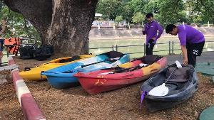 """ภาค ปชช.คนลำปาง รวมตัวพายเรือเก็บขยะแม่น้ำวัง ร่วมทำดีถวาย """"ในหลวง ร.๑๐"""""""