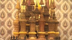 ภาพ 22 พระโกศพระบรมอัฐิและพระอัฐิพระบรมราชบุพการี ที่พระบาทสมเด็จพระเจ้าอยู่หัวทรงกราบ