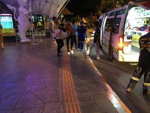 ระทึก! รถรางเชียงใหม่ไนท์ซาฟารีชน-พลิกคว่ำเทกระจาดนักท่องเที่ยวร่วม 40 ชีวิตเจ็บระนาว