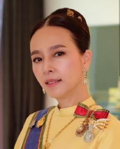 """""""มาดามแป้ง"""" สวมชุดไทย ร่วมพระราชพิธีบรมราชาภิเษก"""