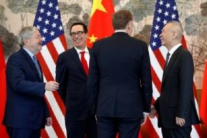 """In Clips :ทรัมป์ทำสงครามการค้า ขู่ขึ้นภาษี 25 % สินค้าจีนมูลค่า 200 พันล้านดอลลาร์ศุกร์นี้ - สื่อจีนอ้าง  """"หลิว เหอ """" อาจไม่ไปคุยการค้าที่สหรัฐฯ"""